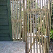GT.+Gate+-vertical+pine+battens+30+x+25