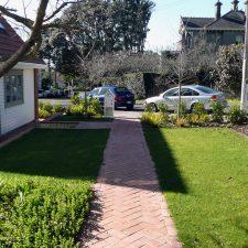 epsom-entrance-garden(5)
